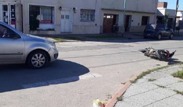 Imagen de Chocaron una moto y una camioneta en Dolores: dos personas trasladadas