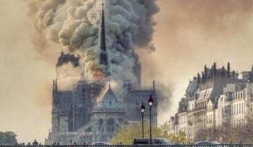 Imagen de El Papa reza por la población parisina tras el incendio en Notre Dame