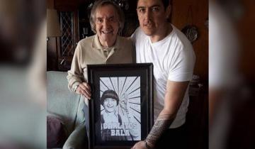 Imagen de Un artista castellense dibujó a Carlitos Balá y le regaló el retrato en persona