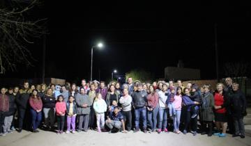 Imagen de Etchevarren inauguró más iluminación LED en los barrios de Dolores