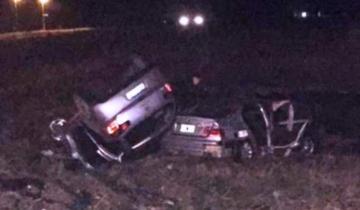 Imagen de Un auto volcó y chocó al coche del intendente fallecido en un accidente mientras se realizaba el peritaje