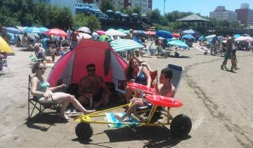 Imagen de Ya se utilizan las sillas anfibias que el Rotary Santa Teresita le entregó a la Municipalidad