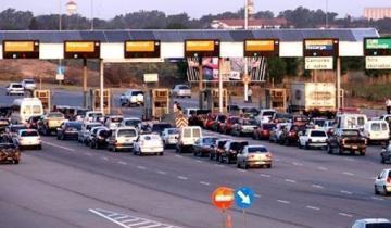 Imagen de Nueva normativa del gobierno de Macri: los peajes ya no están obligados a levantar las barreras ante largas filas