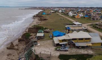 Imagen de Mar Chiquita: tras la última sudestada, buscan evitar el derrumbe de tres viviendas