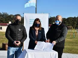 Imagen de Paredi y Larroque firmaron el convenio para la apertura del Jardin Maternal de Vivoratá