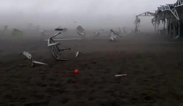Imagen de Impresionantes videos del temporal de viento y lluvia que se desató en Pinamar y Ostende
