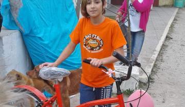 Imagen de El nene de San Clemente que se ganó una bici y se la regaló a su abuela