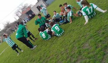 Imagen de Son niñas, tienen 12 años y juegan al fútbol en un equipo de varones