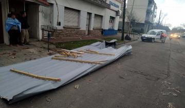 Imagen de Un fuerte temporal de lluvia y viento en Mar del Plata provocó destrozos y voladura de techos