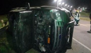 Imagen de Accidente en la Ruta 11: chocó el cantero central, cruzó de carril y volcó