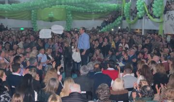 Imagen de Ante una multitud Camilo Etchevarren cerró la campaña en el Club Sarmiento