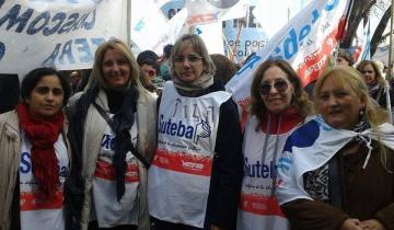 Imagen de Maestros bonaerenses de Suteba marchan a La Plata por cuestiones salariales