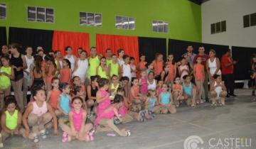 Imagen de Las alumnas de patín artístico cerraron el año en Castelli