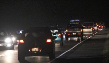 Imagen de El tránsito es intenso en las rutas a la Costa Atlántica en medio de un fuerte temporal de lluvias