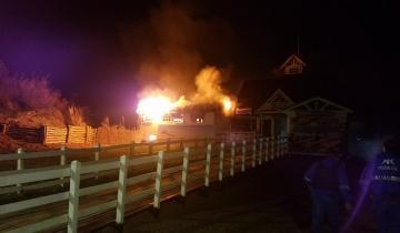 Imagen de Impresionante incendio en el muelle de Lucila del Mar