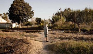 Imagen de La historia de vida de la abuela de Sevigné que saluda el paso del tren
