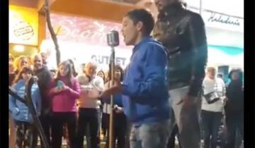 Imagen de Tinelli destacó a un nene de 11 años que canta en la peatonal de San Bernardo