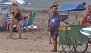 Imagen de Yeza quiere prohibir la venta ambulante en la playa