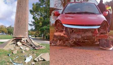 Imagen de El subcomisario manejaba ebrio y chocó contra un monumento