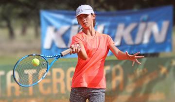 Imagen de Conocé a la joven promesa del tenis de La Costa y la región