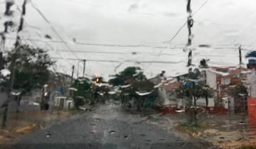 Imagen de Sigue el alerta, ya llovieron 80 milímetros y no habrá clases en La Costa