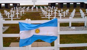 Imagen de Inauguran monumento a un soldado de la región caído en la Guerra de Malvinas