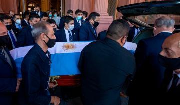 Imagen de El adiós a Diego Maradona: trasladan el féretro al cementerio de Bella Vista
