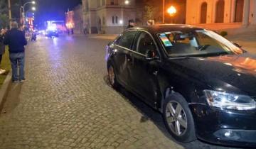 Imagen de Tandil: el intendente chocó frente a la Municipalidad y una joven resultó herida