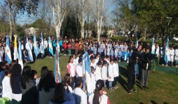 Imagen de Alumnos de Dolores juraron a la bandera