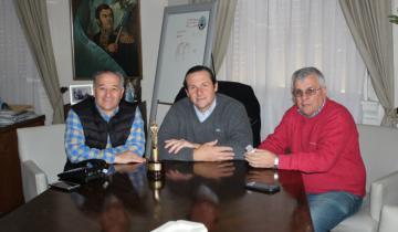 Imagen de Horacio Burgueño fue recibido por el intendente Camilo Etchevarren