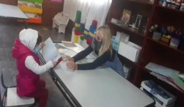 Imagen de Dolores: Eloisa Melin, la nena que recibió un trasplante de médula ósea de su papá, conoció el jardín de infantes