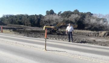 Imagen de Comenzaron las obras que mejorarán el drenaje de agua de Dolores hacia La Costa