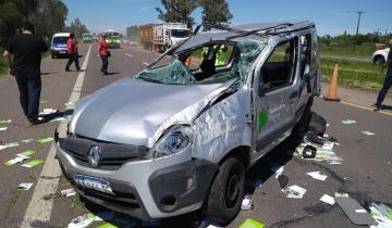 Imagen de Dos heridos tras el fuerte vuelco de un utilitario en la Autovía 2