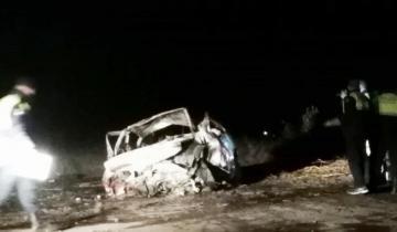 Imagen de Cuatro personas murieron calcinadas al quedar atrapadas en un auto que se incendió tras un choque