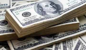 Imagen de El dólar comenzó la semana en alza: subió 10 centavos y cerró a 60,19 pesos