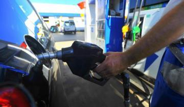"""Imagen de En noviembre la nafta volvería a subir para """"alcanzar"""" al dólar"""