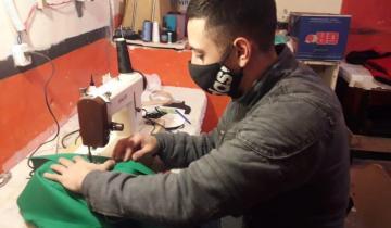 Imagen de En la cárcel de Dolores fabrican mochilas y barbijos para establecimientos educativos