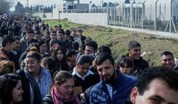 Imagen de Desesperación laboral: diez cuadras de cola por un puesto en el penal de Olmos