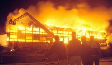 Imagen de Voraz incendio consume el Casino de Necochea