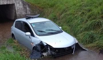 Imagen de Un auto despistó y se cayó a un arroyo