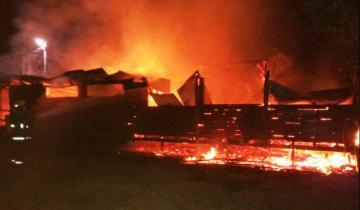 Imagen de La Costa: un incendio destruyó un restaurante en el puerto de San Clemente