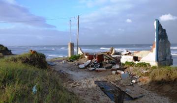 Imagen de La Costa: la histórica sudestada derrumbó una emblemática casa en San Clemente