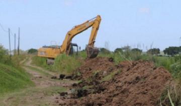 Imagen de Profundizan un canal a cielo abierto para mejorar el cauce del agua en Madariaga