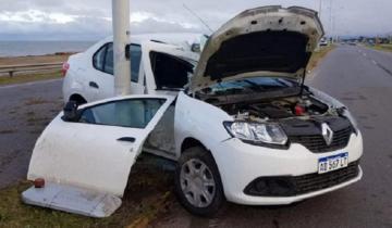 Imagen de Autovía de la Ruta 11: se despistó y chocó su auto contra una columna
