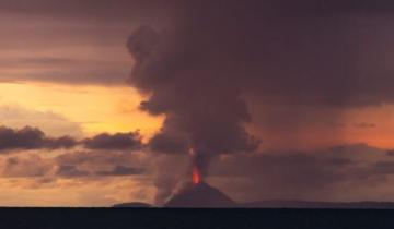 Imagen de El increíble video de la erupción del volcán Krakatoa que provocó un tsunami en Indonesia que dejó más de 200  muertos y 800 desaparecidos