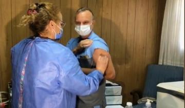 Imagen de En Dolores, un médico fue el primero en recibir la vacuna contra el coronavirus