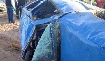 Imagen de Volcó una camioneta en la vieja Ruta 11 y hay tres heridos graves