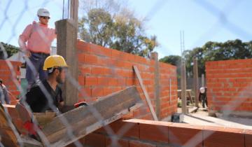 Imagen de Avanza la construcción de dos aulas en la Escuela Secundaria N° 13 de Mar del Tuyú
