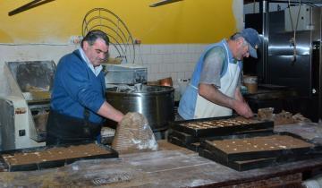 Imagen de Cuántas docenas de tortas negras y cuántas toneladas de troncos para su cocción se utilizarán para recibir a 10 mil personas en Lavalle