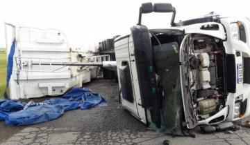Imagen de Fuertes ráfagas de viento hicieron volcar cuatro camiones en la ruta